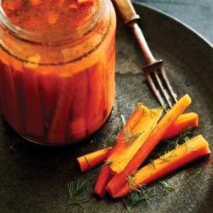 Fermented carrot sticks with aromatics